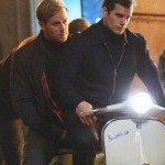 Hammer e Cavill in giro per Roma, per esigenze di scena, in sella a una Vespa.