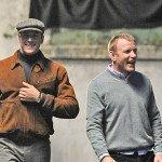 Arnie Hammer e Guy Ritchie sul set.