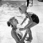 Con la figlia Leslie, fotografata da Phil Stern