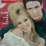 Jacques Charrier e Brigitte Bardot sulla copertina della rivista Paris Match in occasasione della nascita dell'unico figlio dell'attrice, Nicolas-Jacques (1957)