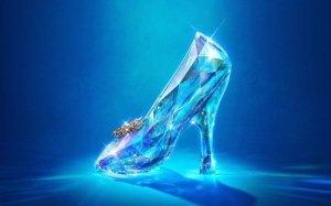 """""""Cinderella"""" di Kenneth Branagh: il primo trailer internazionale."""
