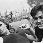 """Relax sul set di """"Diabolicamente tua"""", 1967, con Senta Berger"""