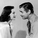 """Hedy Lamarr e Clark Gable posano simpaticamente per la promozione de """"La febbre del petrolio"""", 1940"""