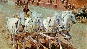 La famosa corsa delle bighe nel film 'Ben-Hur' diretto da William Wyler