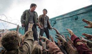 Nicholas e Glenn assediati dagli zombie