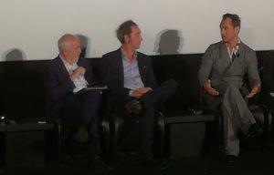 Jude Law parla della sua esperienza con Paolo Sorrentino, rivolgendosi al regista e al moderatore dell'incontro, Gianni Canova