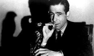 Bogart alias Sam Spade in un'immagine promozionale de Il mistero del falco (1941)