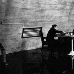 Peter Sellers fotografa Kubrick mentre gioca a scacchi