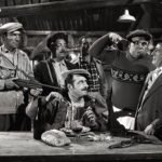 """Lamberto Maggiorani, Memmo Carotenuto e Mimmo Poli con Totò in """"Totò, Peppino e i fuorilegge"""" (1956)"""