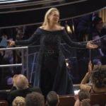 """Meryl Streep, definita """"attrice sopravvalutata"""" dal Presidente degli USA Donald Trump, riceve gli apprezzamenti dei convenuti al Dolby Theatre"""