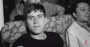 """Gianni Morandi, uno dei protagonisti della scena musicale italiana degli anni Sessanta, nel trailer di """"Nessuno ci può giudicare"""""""