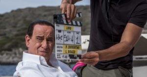 """Toni Servillo è Silvio Berlusconi nel film """"Loro 1"""" di Paolo Sorrentino"""