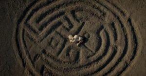 Westworld (2017-): Dolores raggiunge il centro del Labirinto e incontra la sua vera identità; è il momento dell'illuminazione gnostica