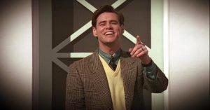 The Truman Show (1998): il protagonista si chiama Truman, ossia True Man, il vero uomo, l'unica persona con una vita reale nel mondo fittizio di Seahaven