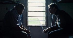 """Bardem e un detenuto del carcere di Osage County, in una scena di """"Thy Kingdom Come"""""""