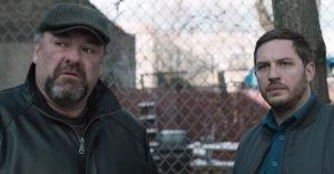 James Gandolfini e Tom Hardy nel film Chi è senza colpa (2014)