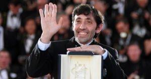 Marcello Fonte con il premio ricevuto a Cannes 2018 per la migliore interpretazione maschile