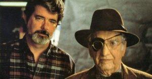 George Lucas e George Hall in una immagine promozionale della serie tv 'Le avventure del giovane Indiana Jones'