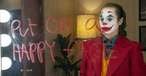 film joker joaquin phoenix trucco specchio scritta rossetto