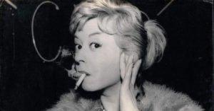 giulietta masina le notti di cabiria fellini sigaretta