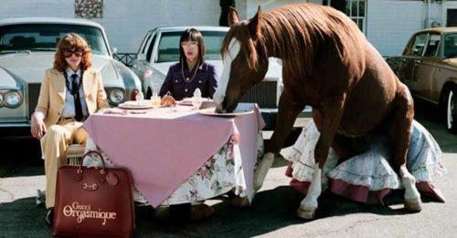 Yorgos Lanthimos ha diretto un cortometraggio per Gucci. Ed è pieno di cavalli