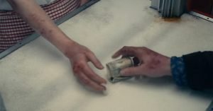mano jesse plemons soldi piaghe