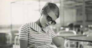 jean seberg fino all ultimo respiro godard vestito a righe occhiali da sole