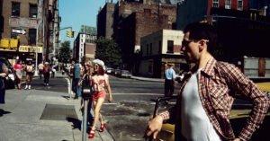 jodie foster de niro taxi driver scarpe rosse cappello occhiali da sole