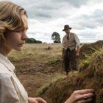 """La storia vera che ha ispirato il film Netflix """"La nave sepolta"""" con Ralph Fiennes"""
