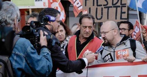 film in guerra stephane brize vincent lindon manifestazione sciopero telecamere interviste ai lavoratori in corteo