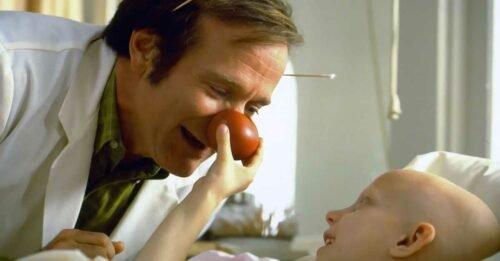 Perché il vero Patch Adams non sopporta il film con Robin Williams su di lui?